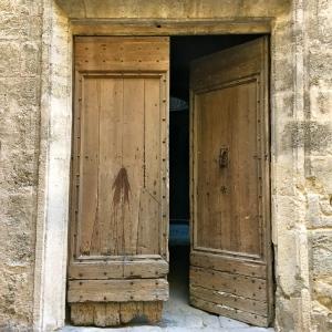 Porte entrouverte © Greta Garbure