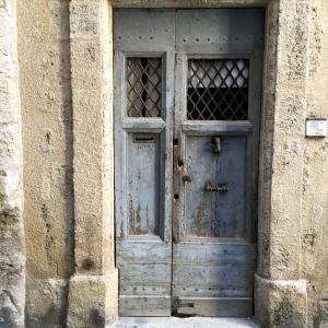 Porte grillagée © Greta Garbure
