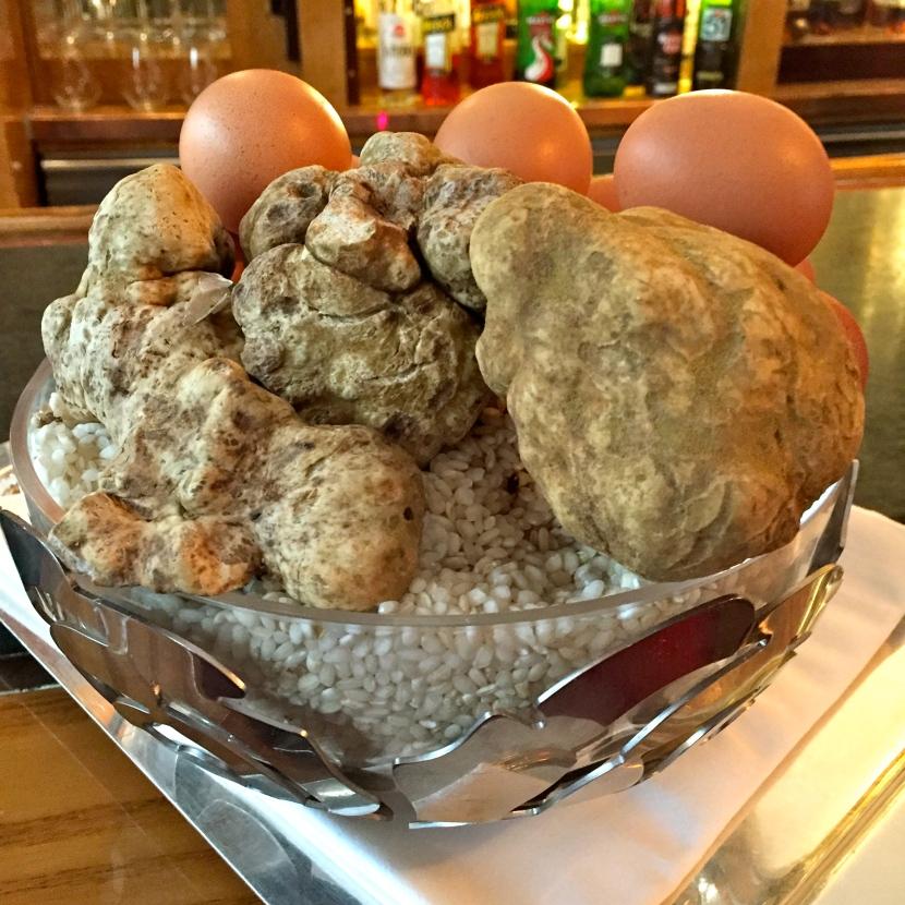 Riz rond, truffes blanches, œufs © Greta Garbure