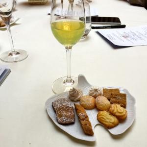 Un verre de limoncello et quelques mignardises © Greta Garbure