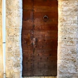 Vieille porte en bois © Greta Garbure