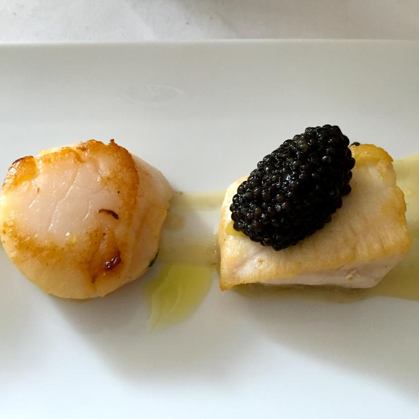 Noix de Saint-Jacques et esturgeon, caviar Calvisius Siberian © Greta Garbure