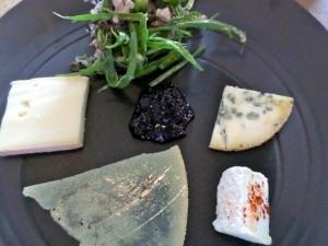 Assiette de fromages © Greta Garbure