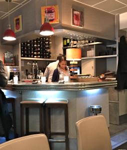 Le coin bar et le charme de Magda © Greta Garbure