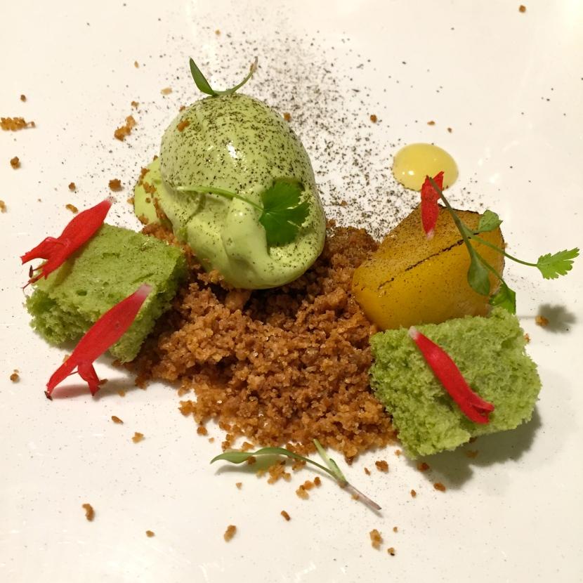 Carotte, fruit de la passion, crumble cacao © Greta Garbure