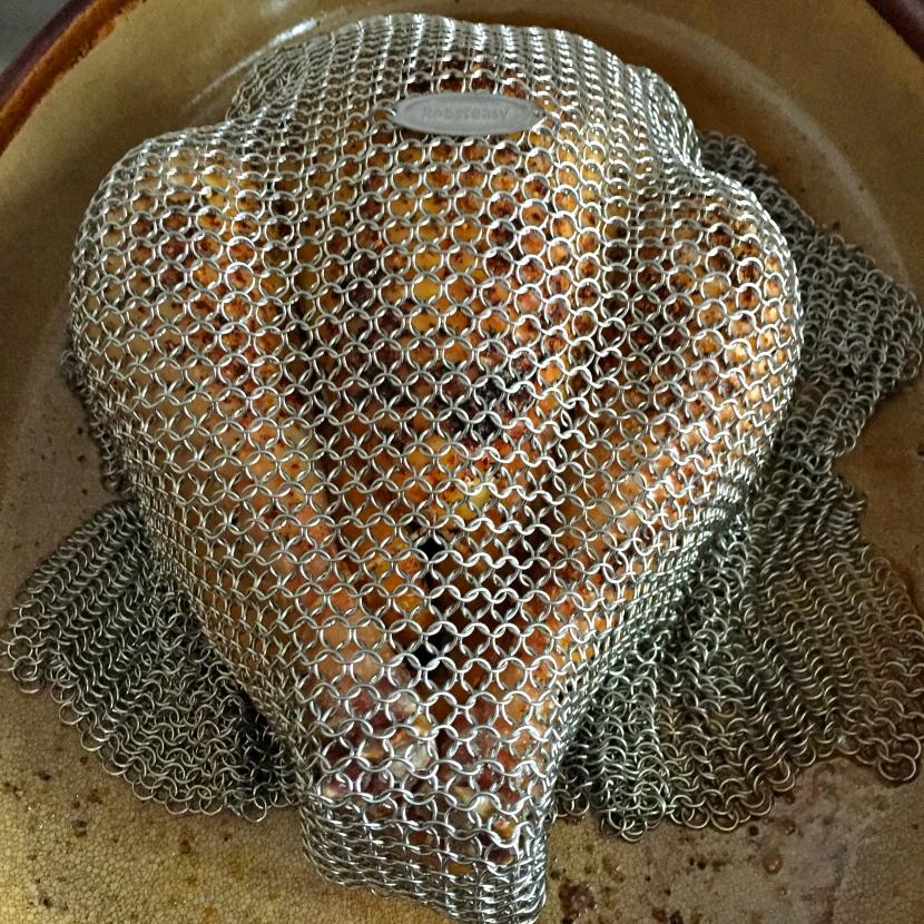 Le poulet en cotte de maille après cuisson © Greta Garbure