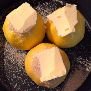 Pommes farcies sucre et beurre @ Greta Garbure
