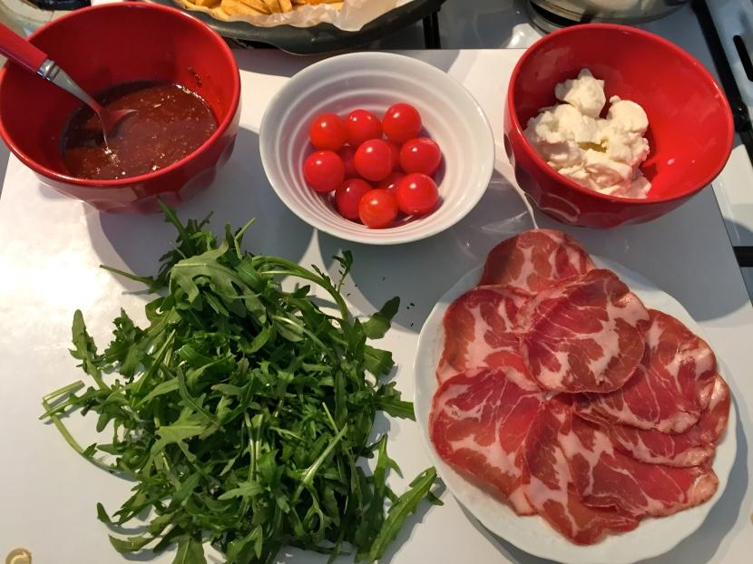Les ingrédients pour garnir la pizza © Greta Garbure