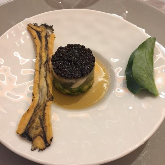 "Huîtres ""spéciale d'Arcachon"", caviar ébène, mertensie maritime © Greta Garbure"