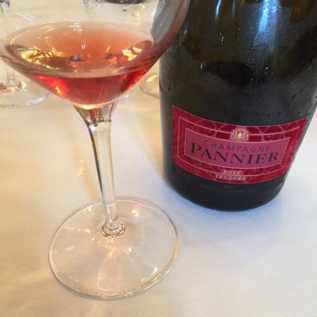 Champagne Pannier rosé velours © Greta Garbure
