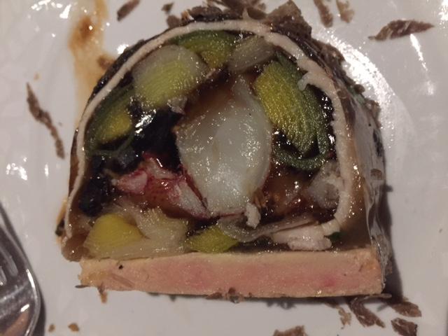 Marbré de homard et poireaux, foie gras de canard mi-cuit et truffe © Greta Garbure