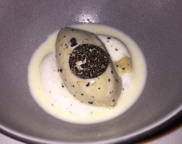 Lait de poule revisité, sorbet poire et truffe © Greta Garbure
