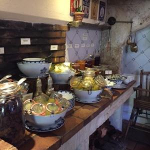 Le comptoir des compotes et enremets (gâteau de riz) © Greta Garbure