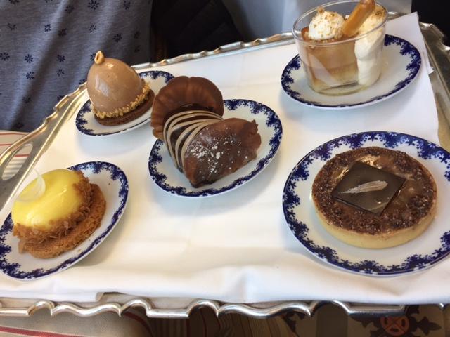 Les desserts du bistro © Greta Garbure